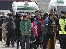 Příbuzní pohřešovaných z korejského trajektu.