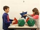 Druháci z dolnobřežanské ZŠ da Vinci na výstavě Matematika na dotyk (22. dubna...