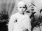Snímek pochází z doby, kdy byl malý Karol Wojtyla u prvního přijímání va...