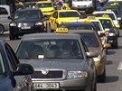 Taxikáři uctili na Václavském náměstí památku zavražděného kolegy.