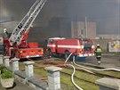 V bývalé galvanovně v Lanškrouně hořelo. Hasiči likvidují oheň už druhý den.