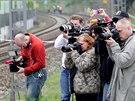 Novináři zachycují místo, kde spáchala skokem pod vlak sebevraždu Iveta...