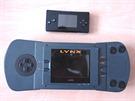 První verze Atari Lynx, na kterým je Gameboy Micro.