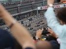 JÁSOT DIVÁKŮ. Na okruhu v Šanghaji odstartovala Velká cena Číny formule 1.