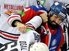 Bitka mezi Ryanem O'Byrnem z Lva Praha a Oskarem Osalou z Magnitogorsku.