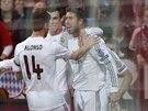 Fotbalisté Realu Madrid se radují ze vstřeleného gólu. Vpravo autor branky