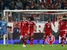 Smutní fotbalisté Bayernu Mnichov po inkasovaném gólu v semifinále Ligy mistrů.