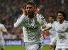 Obránce Sergio Ramos se raduje ze vstřeleného gólu v semifinále Ligy mistrů...