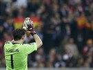 Brankář Iker Casillas si v semifinálové odvetě Ligy mistrů připsal 428. soutěžní vítězství v dresu Realu Madrid. Tolika výhrami se v historii klubu nemůže pochlubit nikdo jiný.