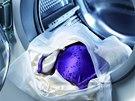 Vak na jemné prádlo dovoluje prát v pračce i drahé negližé.