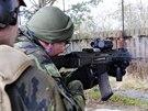 Nácvik střelby s cvičnou municí v rámci přípravy 3. strážní roty, jejíž jádro...