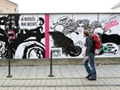 Des�tka komiksov�ch tv�rc� vzdala v Olomouci poctu kr�li �esk�ho komiksu K�jovi...