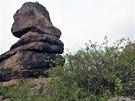 Úbočí pahorku Kogelsteine vévodí věž Wächterstein neboli Strážný kámen.