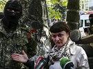 Ukrajinská novinářka Irma Kratová mluví na tiskové konferenci o svém zadržení