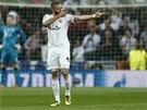 TREFÍM COKOLIV. Útočník Realu Madrid Karim Benzema oslavuje své střelecké