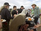 PÁREK NEBU BURGER? Příznivci Clivena Bundyho grilují na půdě, která se v Nevadě