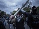 Proruský aktivista po střetu s demonstranty za jednotu Ukrajiny (Doněck, 28....
