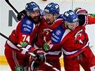 Hokejisté pražského Lva se radují z gólu proti Magnitogorsku.