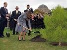 Princ William a Kate zasadili strom u australského Národního válečného