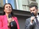 Lucie Šilhánová a Leoš Mareš před rádiem Evropa 2 (25. dubna 2014)