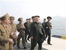 Kim  Čong-un v únoru navštívil armádní rybářskou oblast (22. 4. 2014).