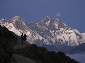 Horolezci se kochají pohledem na Mount Everest