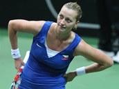 JAKÝ BYL TEN MÍČ? Petra Kvitová v semifinále Fed Cupu v souboji proti Italkám.