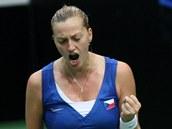 DOBRÝ MÍČ. Petra Kvitová v semifinále Fed Cupu v souboji proti Italkám.