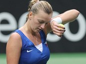 OTŘÍT POT. Petra Kvitová v semifinále Fed Cupu v souboji proti Italkám.
