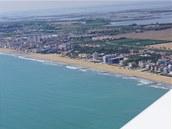 Pláže mezi Bibione-Caorle a Benátkami