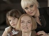 RODINA POD LUPOU: Barbara Nesvadbová s dcerou Bibianou a maminkou Libuší