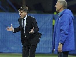 Plzeňský trenér Dušan Uhrin prožívá zápas s Teplicemi.