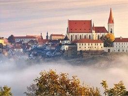 Pohled na kostel sv. Mikuláše a historické centrum Znojma z jihu přes údolí...