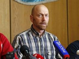 Jeden ze zadržovaných členů mise OBSE Axel Schneider vystoupil na tiskové...
