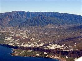 Hory ostrova La Palma. O ty se z ostrého bočního větru vytvořila silná...