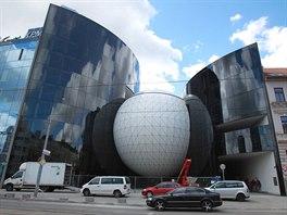 V Brn� zahajuje v p�tek 25. dubna provoz nov� hudebn�k klub Sono centrum. Nach�z� se uprost�ed koule v kontroverzn� stavb� v ulici Veve��.