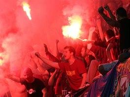 EMOCE NA TRIBUNĚ. Sparťanští fanoušci mají důvod k radosti, jejich tým dál...