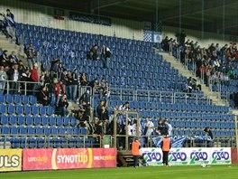 TRANSPARENTY PRY�. I o fanou�c�ch byl sobotn� ligov� z�pas Slov�cka proti...