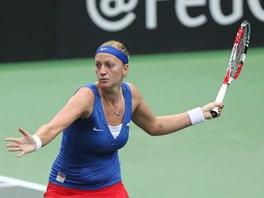 FORHEND. Petra Kvitová v semifinále Fed Cupu v souboji proti Italkám.