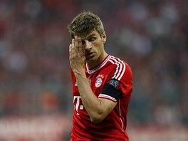 Ofenzivní záložník Thomas Müller z Bayernu Mnichov nemůže uvěřit, jak se vyvíjí...