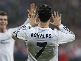 Útočníkovi Cristianu Ronaldovi z Realu Madrid nestačí ruce, aby ukázal, kolik...
