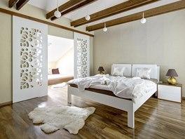 Ložnice rodičů v podkroví s přiznanou částí dřevěného krovu, designérka volila