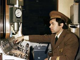 Strojvůdce soupravy Ečs v dobovém stejnokroji (1974)