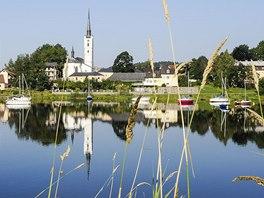 Městys Frymburk s jeho typickým kostelíkem