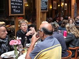 V bludišti pasáží sídlí také mnoho restaurací, kde si můžete objednat typické...