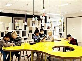 Jednotlivé prostory se odlišují nábytkem i barevností.