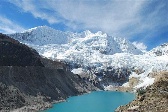Ledovcové jezero Palcacocha je jedním z míst, kde dnes pracují čeští vědci. V...