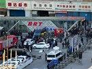 Tři mrtvé a 79 zraněných si vyžádal středeční bombový útok na nádraží v čínském Urumči (30. dubna)