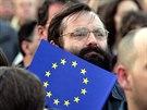 Lidé přišli oslavit vstup Česka do EU třeba na Staroměstské náměstí v Praze....