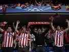 Fanoušci fotbalistů Atlétika Madrid během semifinálové odvety Ligy mistrů na...